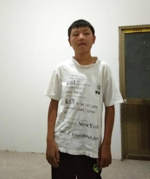 寻找江苏徐州17岁男孩马梦琪2018-09-12离家出走失联,身材偏瘦,口齿不清晰