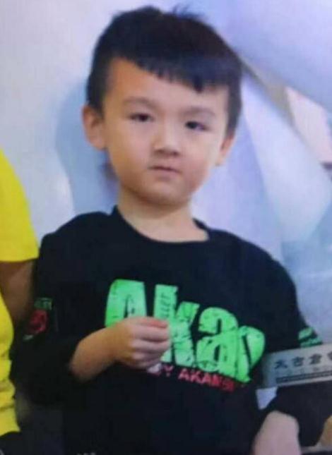 急寻广州7岁小男孩张建浩于2018-12-04失联,身高1米2黑色上衣紫色裤子运动鞋