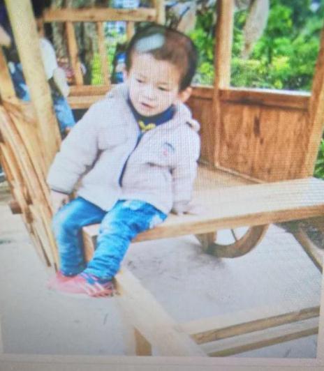 寻找福建泉州6岁男孩患智力障碍走失,不会说话 黑色连帽上衣,有米老鼠图案
