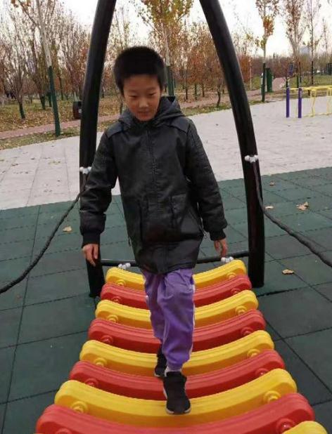急寻:天津10岁男孩王鈺涵离家出走未归,穿红色棉衣,拿白色塑料袋